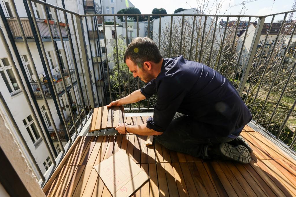 2 qm balkon im karoviertel hamburg die balkongestalter. Black Bedroom Furniture Sets. Home Design Ideas