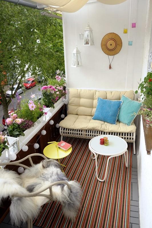 Sitzecke Balkon Mit Beistelltischen